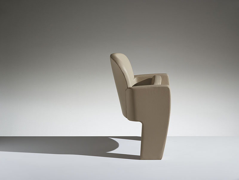 Conference armchair Tail LAMM