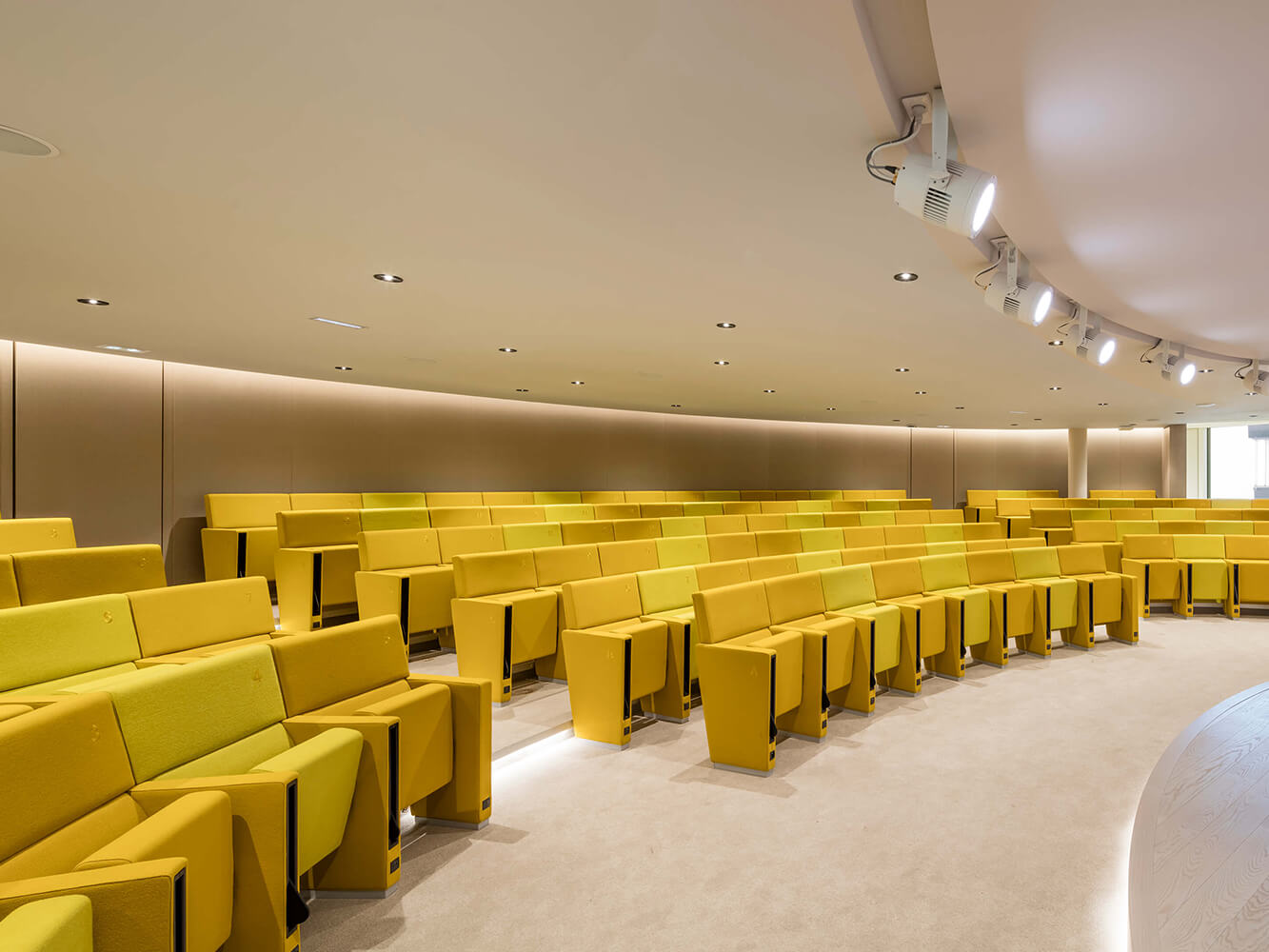 Austerlitz Auditorium - L213 armchairs by LAMM